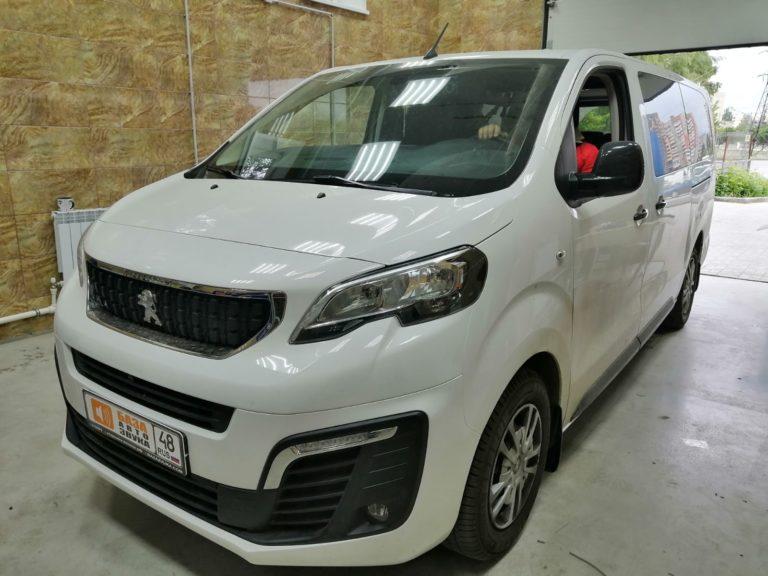 Peugeot Traveller Установка штатной магнитолы и камеры